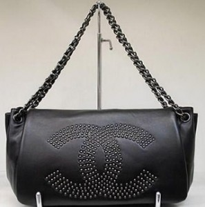 A-Silent-Bag-Chanel-Flap-Bag-with-Studded-CC-Signature-297x300